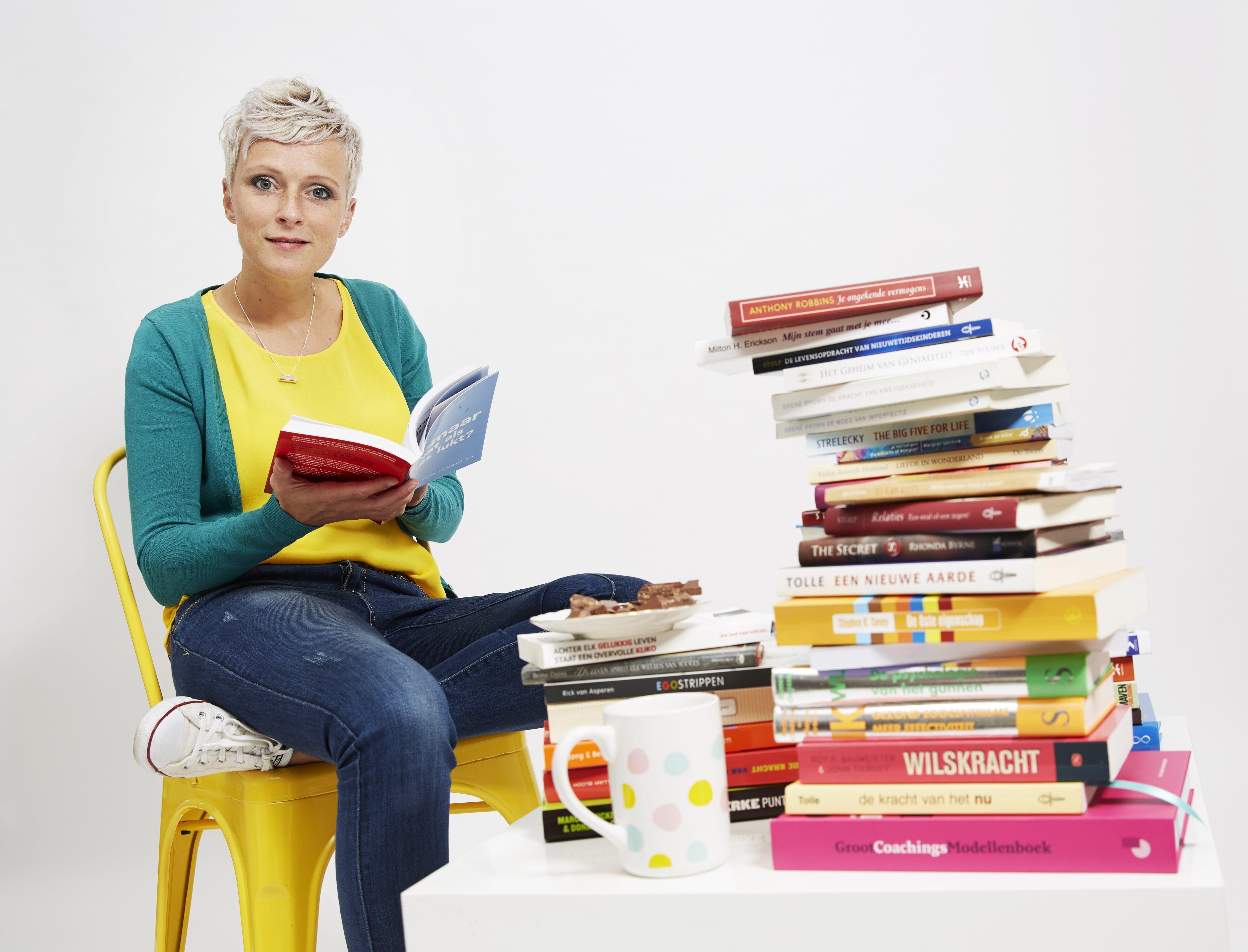 Profielfoto Ingrid Bijlmakers met boeken