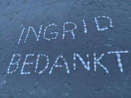 Visual van de woorden die in het zand geschreven stonden