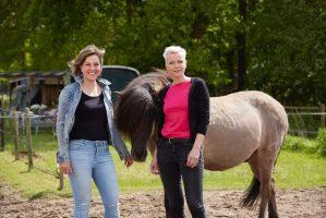 Visual van Ingrid met Tessa bij een paard
